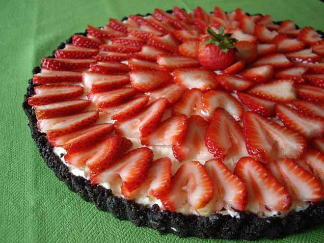 Easy No-Bake Strawberry Cheesecake | rooftophot.com